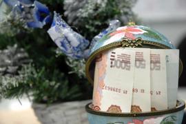 Пенсионеры получат выплату в качестве новогоднего подарка, чтобы не подумали, что правительство покупает их голоса на выборах в Госдуму