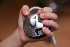 Сервис Pleer позволял бесплатно прослушивать музыку онлайн, а также скачивать mp3-треки
