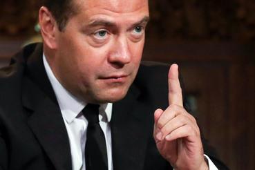 Председатель правительства Дмитрий Медведев указывает, что бюджет может быть принят еще один раз на один год