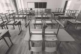 Профессия учителя сегодня «однозначно непрестижна», его зарплата не позволяет жить достойно – так, согласно результатам августовского опроса ВЦИОМа, думает 37 и 42% россиян соответственно, и это самые популярные варианты ответов