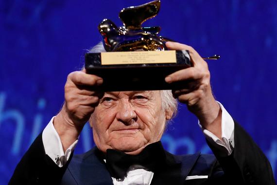 Польский режиссёр Ежи Сколимовский получил «Золотого льва» за вклад в кинематограф. С этого года на Венецианском кинофестивале решено ежегодно присуждать два почетных «Золотых льва»: один – актеру, другой – режиссеру. Еще одного «Золотого льва» на кинофестивале получил французский актер Жан-Поль Бельмондо