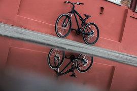 Велосипед получился живой, но не чрезмерно строгий