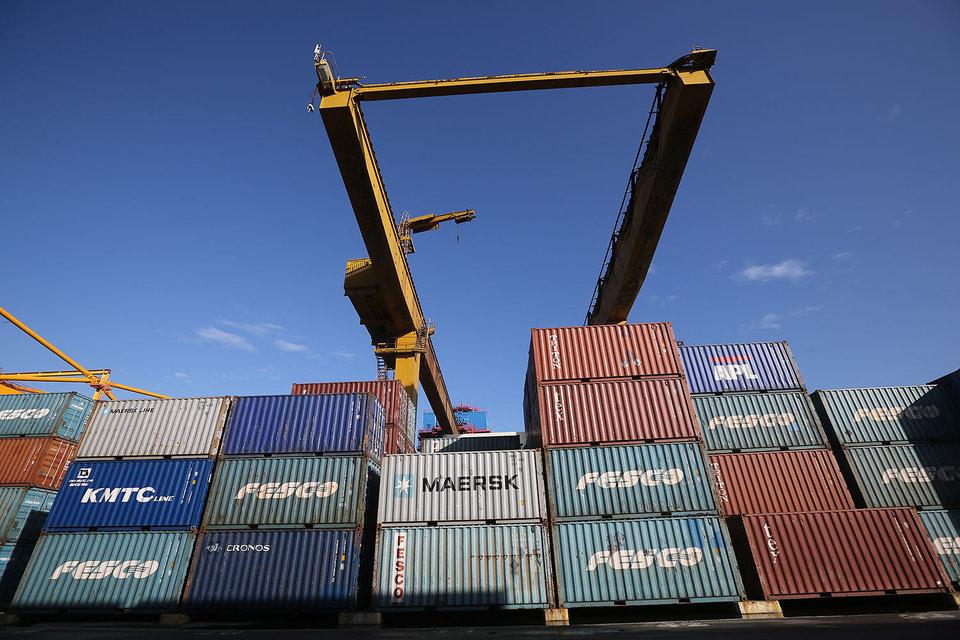 Перевалка контейнеров сдвинулась c места
