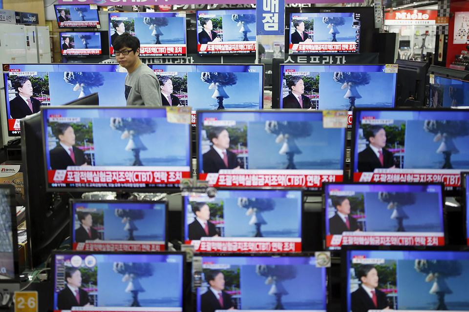 Ким Чен Ын в начале декабря 2015 г. заявил, что у его страны есть на вооружении не только атомные, но и водородная бомба собственной разработки