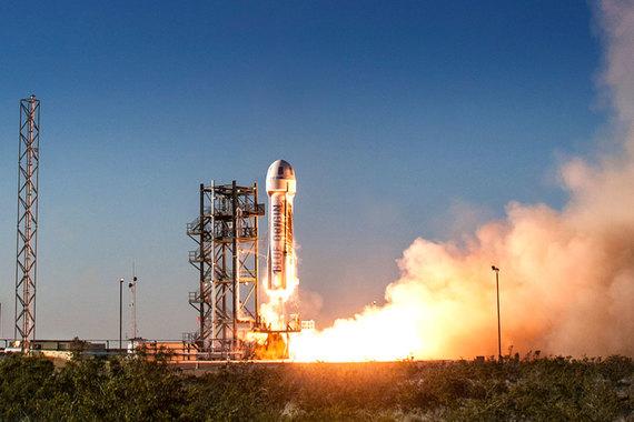 Пока у Blue Origin единственный успешный космический проект - скромная туристическая суборбитальная ракета New Shepard, поднимающаяся на высоту 100 км