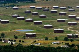 Нефтехранилища в Кушинге, штат Оклахома, заполнены почти до отказа