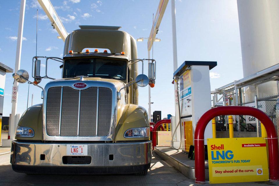 У Shell уже есть специальные заправки, где грузовики могут заправиться газом