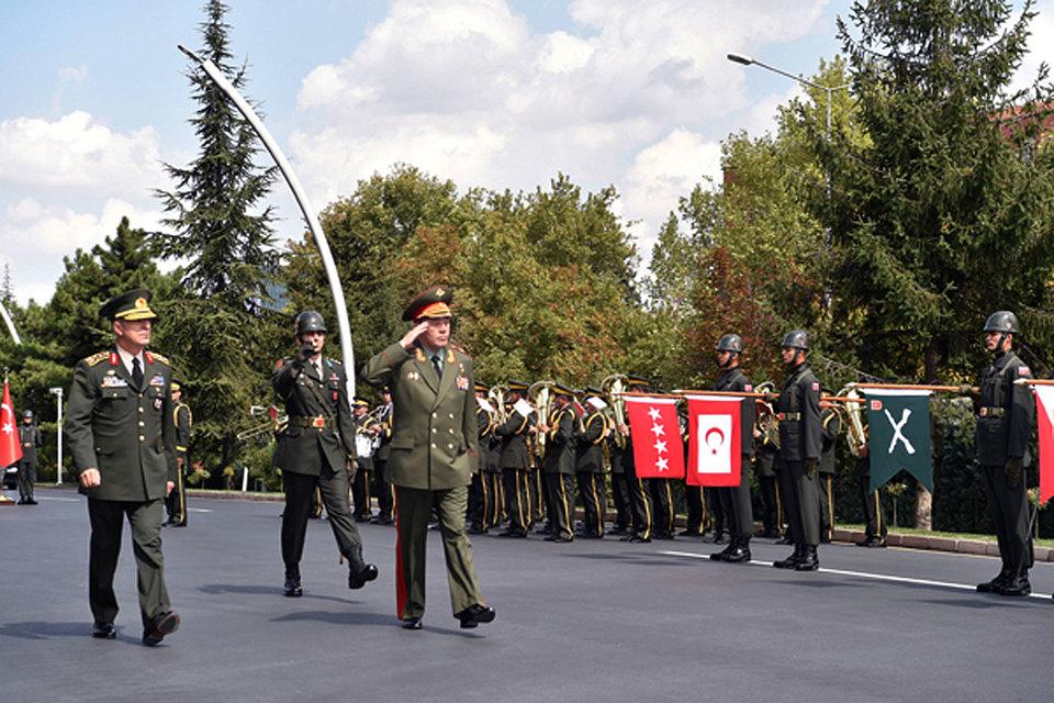 Руководитель ГенштабаРФ объявил онезаконности действий армии Турции вСирии