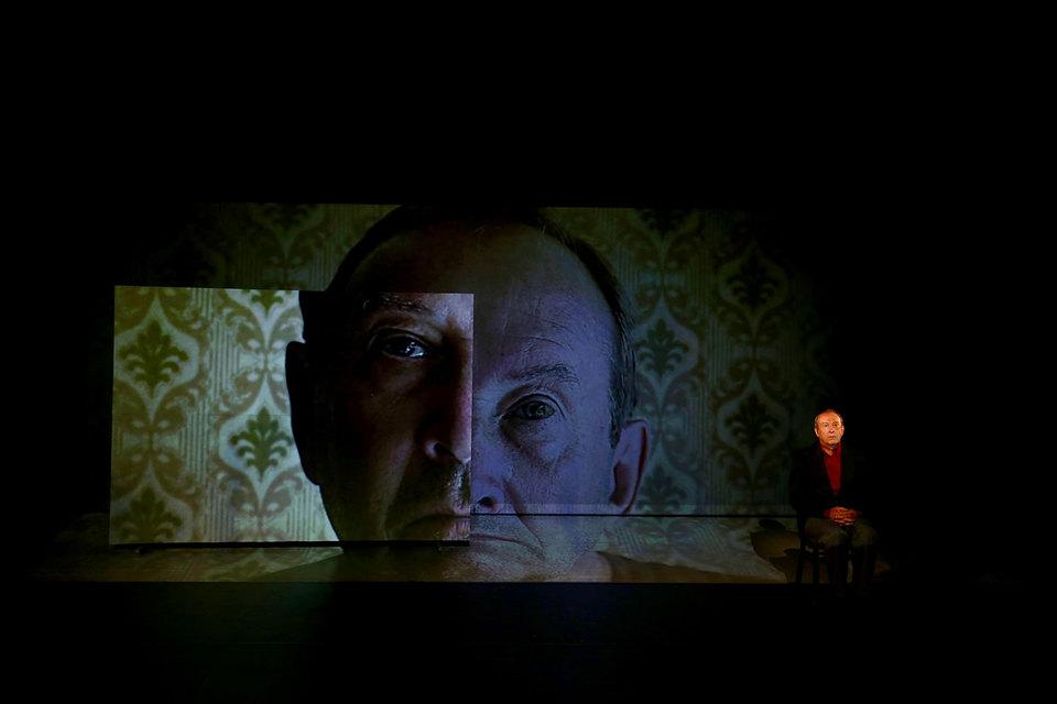 Ужас рассказов Мамлеева на сцене лаконичен и красив