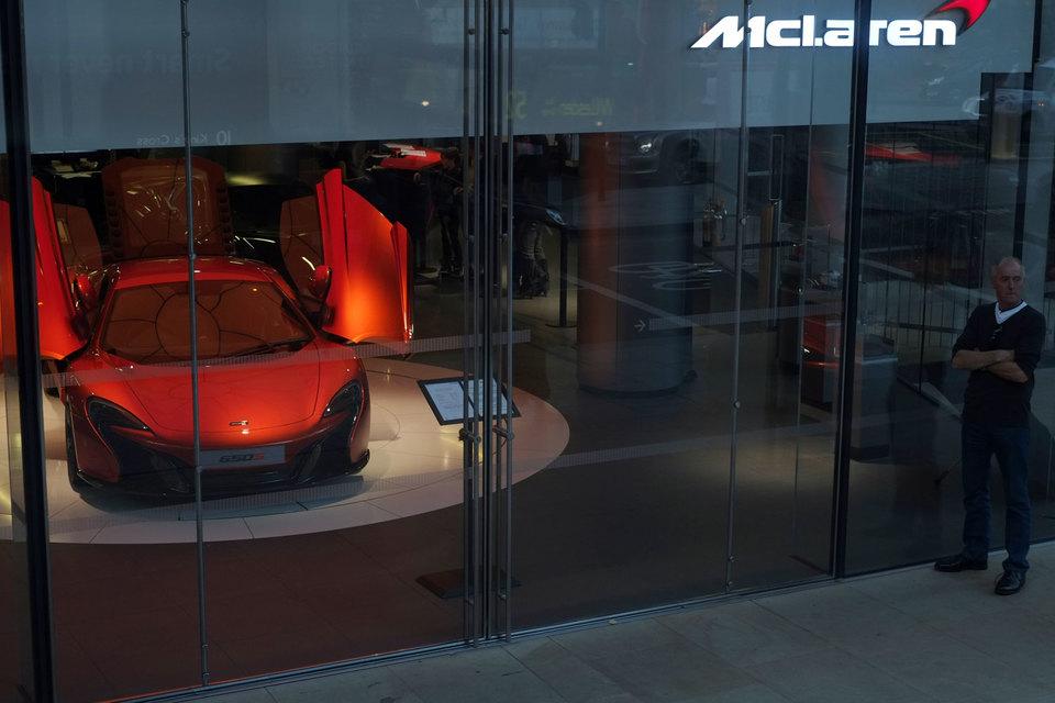 McLaren обладает огромным инженерным опытом - от разработок серийных автомобилей и бортовых компьютерных систем до технологий новейших материалов для изготовления шасси - карбона и алюминия
