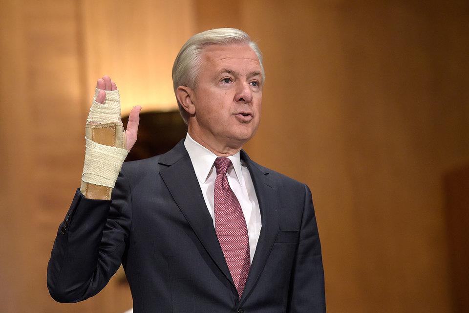 Сенаторы США требуют отставки гендиректора Wells Fargo Джона Стампфа