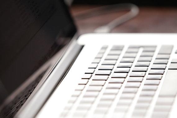 Интернет и вузы делят клиентов
