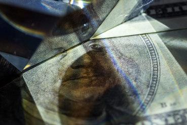 На официальном портале правовой информации в понедельник было опубликовано распоряжение российского правительства от 23 сентября, которым одобряется проект межправительственного протокола с Венесуэлой об отсрочке выплаты этой страной долга России на общую сумму $2,84 млрд