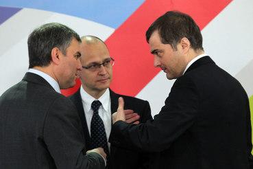 Три главных политических менеджера Кремля разных лет: пока еще действующий Вячеслав Володин, его весьма вероятный сменщик Сергей Кириенко и предшественник