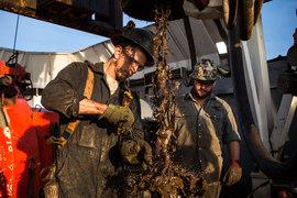 Как только цена нефти превысит $55 за баррель, разработчики сланцевых месторождений в США смогут резко нарастить добычу: их бизнес снова станет рентабельным
