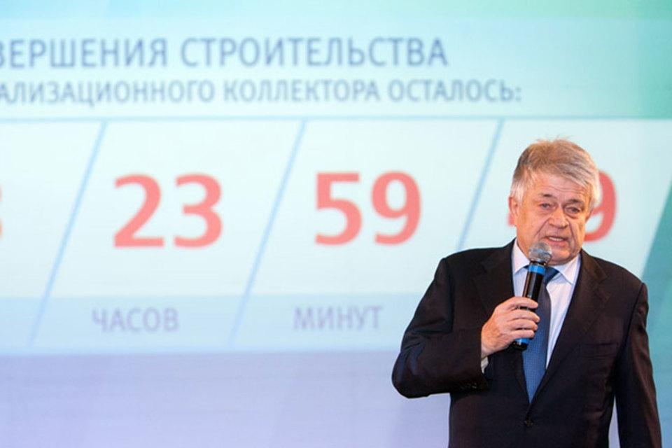Кармазинов возглавлял «Водоканал» с 1987 г., до этого занимал руководящие должности в Кронштадтском райисполкоме, райкоме КПСС и Совете народных депутатов