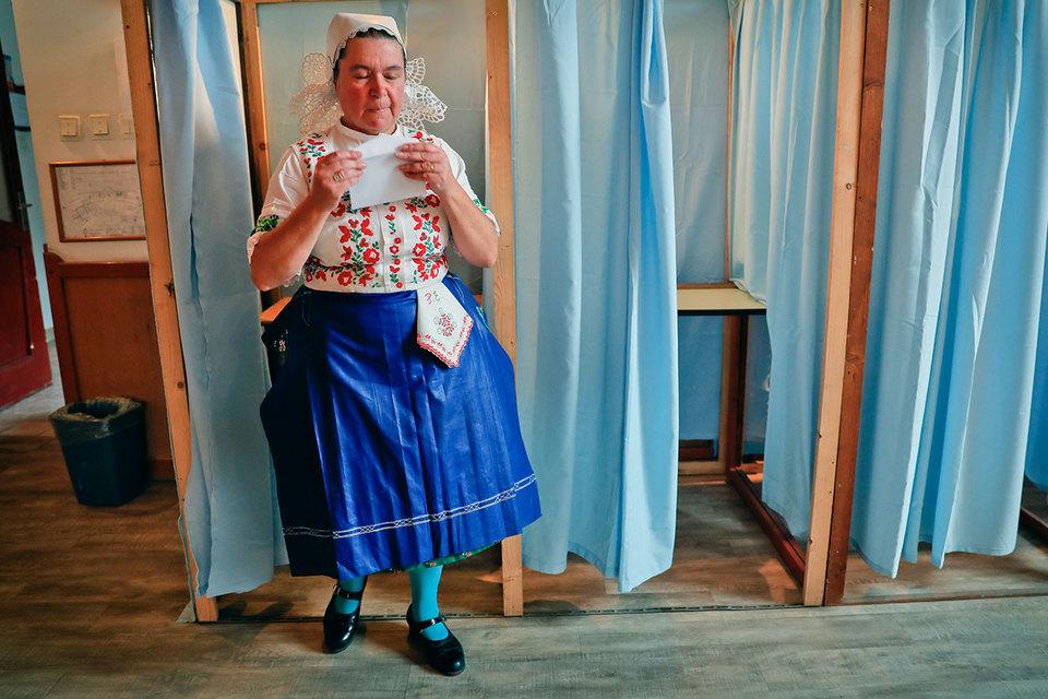 Руководство Венгрии намерено поменять Конституцию, чтобы ограничить число беженцев