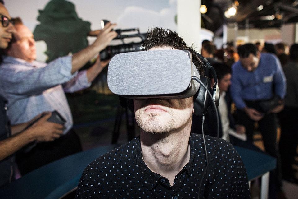 Google представил шлем виртуальной реальности