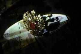 В прогнозе Минэкономразвития рубль значительно крепче – 65,5 руб., 64 руб. и 64,5 руб. за доллар соответственно