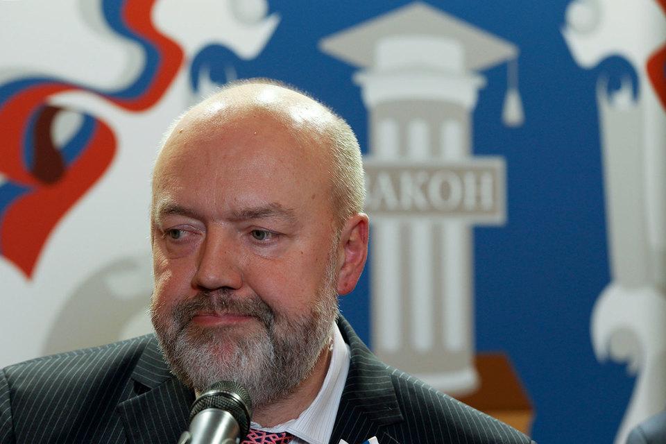 Крашенинников в четверг сообщил, что в октябре – ноябре первого чтения КоАПа снова не будет, поскольку депутаты консультируются с правительством и Верховным судом