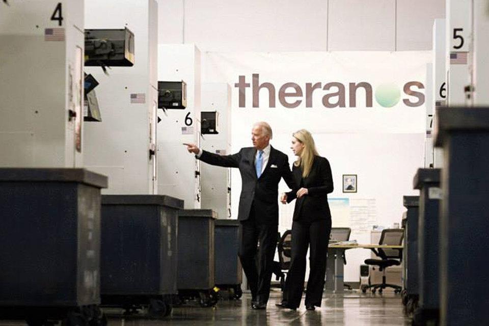 Стартап Theranos прекратит заниматься анализами крови, закроет лаборатории, сократив 40% сотрудников. Теперь компания сосредоточится на разработке продуктов для других лабораторий
