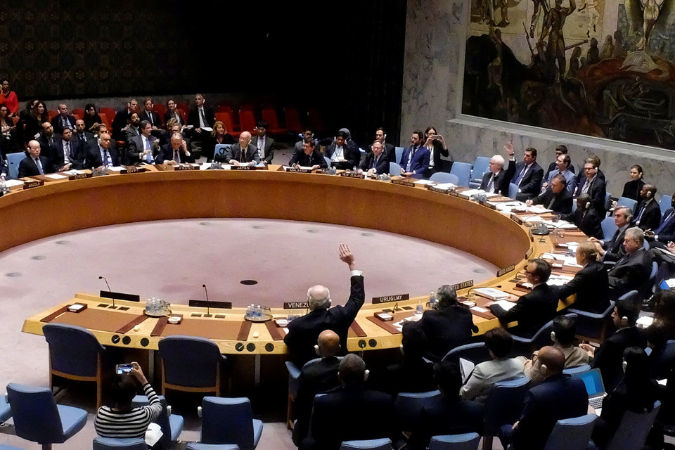 «Проект резолюции не принимается, поскольку за него не было подано требуемого числа голосов», – сказал постпред России при ООН Виталий Чуркин