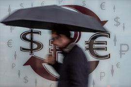 Валютные вклады растут, несмотря на минимальные проценты по ним