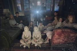 Вместо фильмов странные дети в доме мисс Перегрин смотрят сны из живого проектора