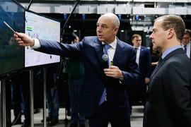 Министр финансов Антон Силуанов (на фото слева) согласовал с премьером Дмитрием Медведевым  нужный для бюджета прогноз