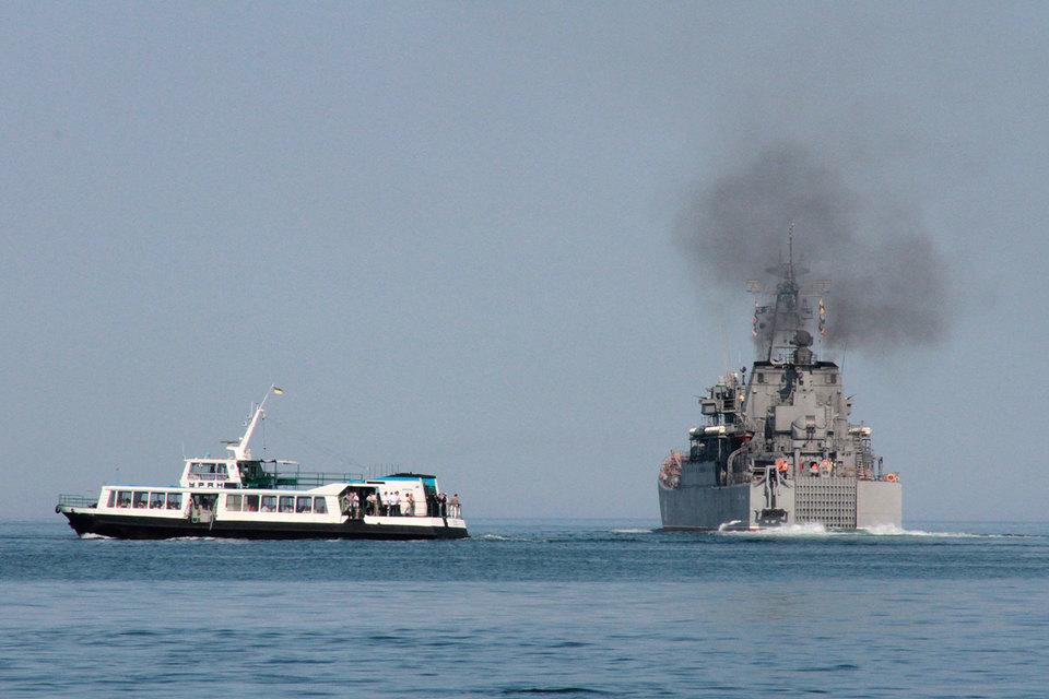 Российские десантные корабли уже четыре года регулярно возят грузы из Черного моря в Сирию