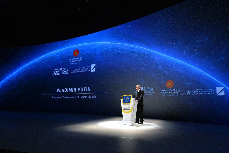 Цены на нефть достигли максимума этого года после слов президента Владимира Путина о том, что Россия готова сокращать добычу