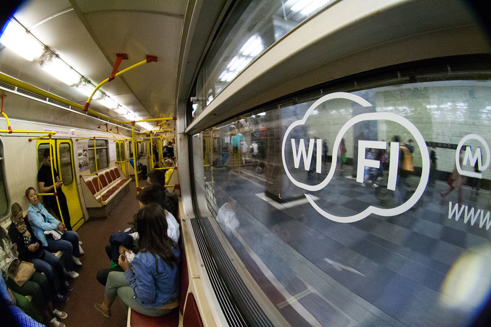 Петербуржцам подарят интернет вметро уже в будущем 2017