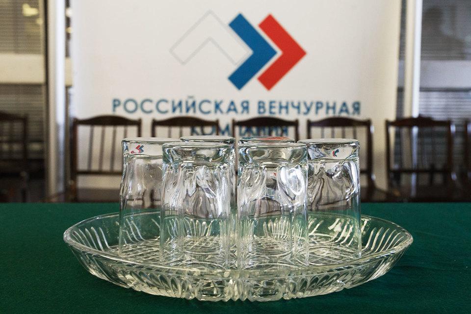РВК – фонд фондов, т. е. вкладывается не напрямую в проекты, а в фонды, в которые всегда привлекают частных соинвесторов