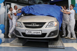 «АвтоВАЗ» устранил дефицит Lada Largus