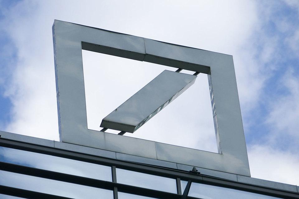 Минюст США продолжает расследование в отношении Deutsche Bank, а банк ищет $14 млрд на штраф: он ведет переговоры с инвесторами и думает об IPO ключевого подразделения