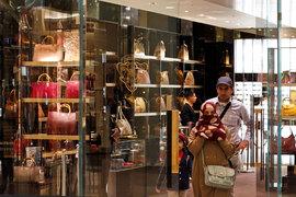 Из-за падения курса фунта многие товары люксовых брендов в Лондоне стали самыми дешевыми в мире