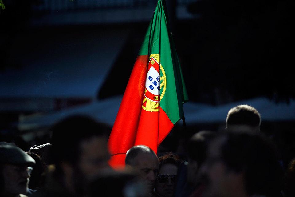 В сентябре МВФ предупредил, что Португалия рискует не выполнить обещания по снижению бюджетного дефицита до менее чем 3% ВВП в 2016 г.