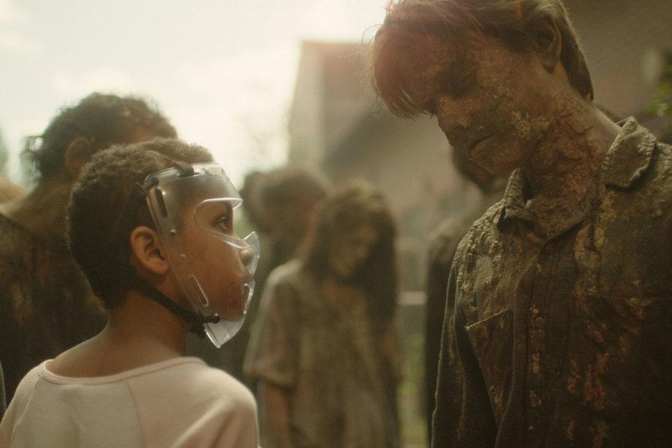 Маленькую героиню фильма зомби не кусают, она сама кого угодно загрызет