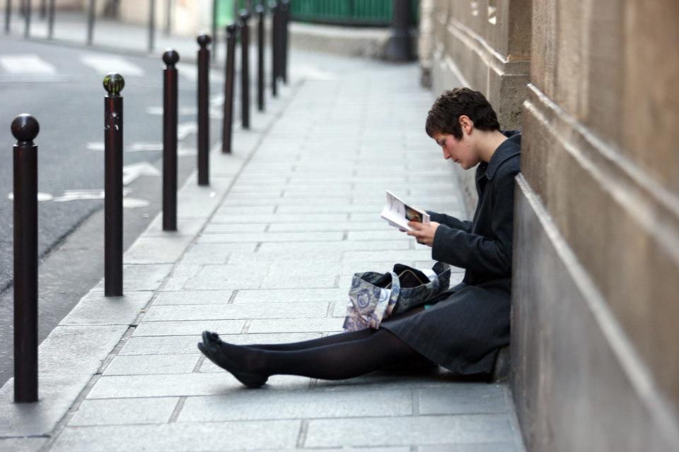 Известные парижские магазины уже тестируют датчики, фиксирующие частоты смартфонов и устанавливающие с ними связь, чтобы собирать информацию о потребителях уже в тот момент, когда они приближаются к магазину