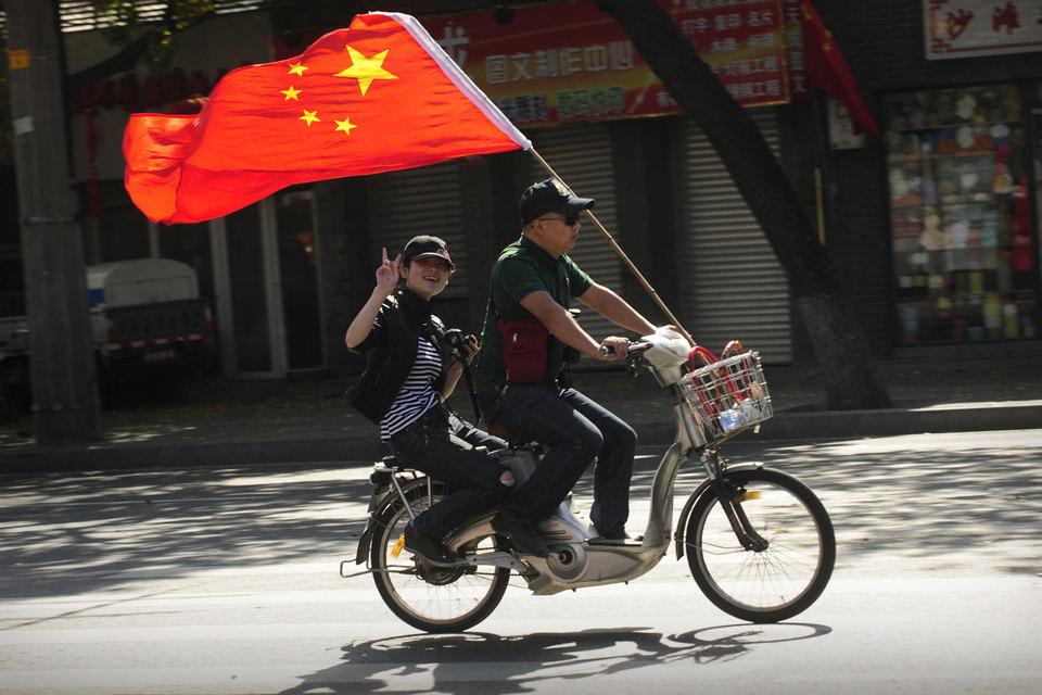 Один из важнейших факторов – исчерпание возможностей по наращиванию экспорта Китаем. Темпы роста его ВВП упали до самых низких за четверть века. В сентябре китайский экспорт сократился шестой месяц подряд – на 10% в годовом выражении