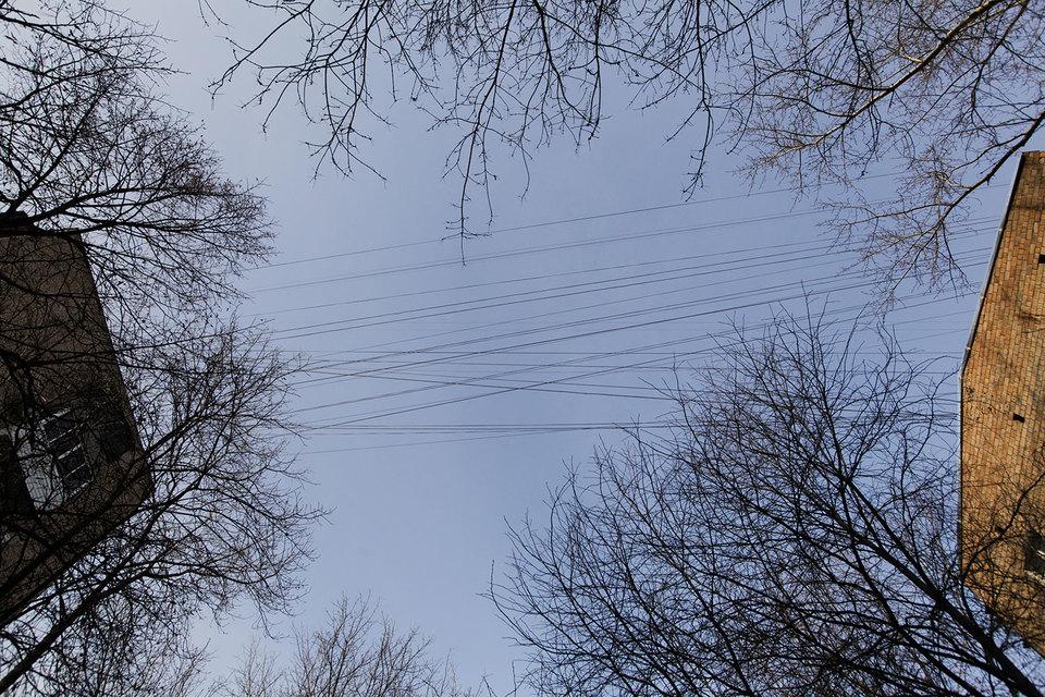 Москва начала демонтаж воздушных линий связи. Расходы на их перенос под землю провайдеры оценивают в миллиарды рублей