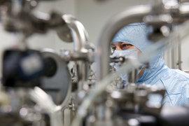 Разработчик и дистрибутор лекарств – компания «Р-фарм» решила освоить новое для себя направление фармацевтического рынка. Она занялась разработкой вакцин