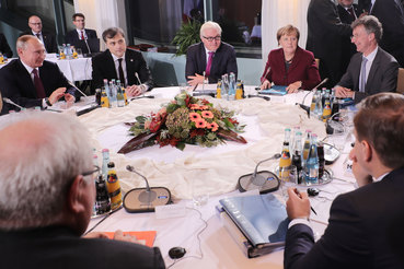 Меркель и Олланд рассказали Путину о военных преступлениях России в Сирии
