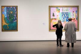 Картины в залах повешены так свободно, что редко две попадают в кадр