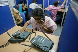 56 граждан США и Индии вымогали у американцев деньги, звоня им из колл-центров в индийском Ахмадабаде