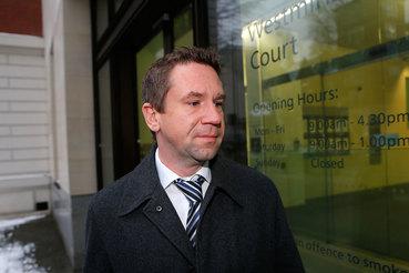 Суд прекратил производство по иску экс-владельца Snoras к Литве