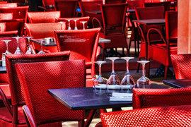 Впервые за несколько лет оборот российского ресторанного рынка сократился