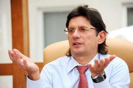 «Лукойл» не намерен принимать участия в приватизации «Роснефти», заявил вице-президент «Лукойла» Леонид Федун