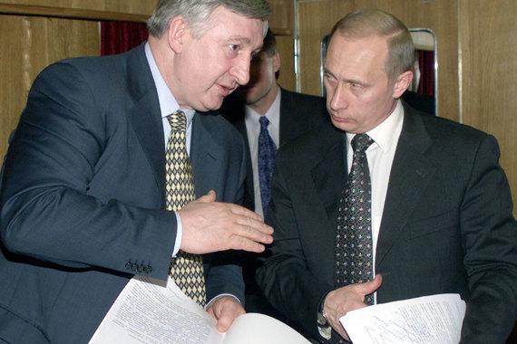 В октябре 2001 г. обвинение в превышении должностных полномочий было предъявлено Николаю Аксененко, министру путей сообщения в 1997-2002 гг., первому вице-премьеру в 1999-2000 гг.  В октябре 2003 г. уголовное дело было передано в суд – Аксененко обвинялся в превышении должностных полномочий и присвоении или растрате 70 млн руб. Осенью 2003 г. с Аксененко взяли подписку о невыезде, отпустив на лечение за границу. Через два года Аксененко скончался в Германии от лейкоза. Мосгорсуд, не начиная процесс, вернул дело в Генпрокуратуру