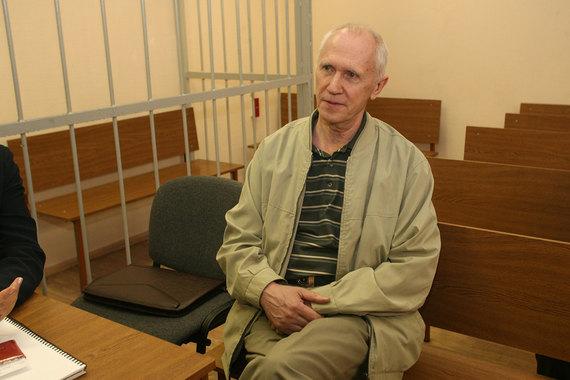 В 2005 г. бывший министр по атомной энергии Евгений Адамов (эту должность он занимал в 1998-2001 гг.) был арестован в Швейцарии по запросу США, которые обвиняли его в хищении $9 млн международной помощи для России и требовали экстрадиции экс-министра. Россия также требовала его экстрадиции, в декабре 2005 г. он был доставлен в Москву и помещен в сизо «Матросская тишина». Через два года Замоскворецкий суд Москвы приговорил Адамова к 5,5 г. заключения в колонии общего режима, признав его виновным в мошенничестве и злоупотреблении должностными полномочиями. В апреле 2008 г. стало известно, что суд смягчил приговор, назначив условное лишение свободы